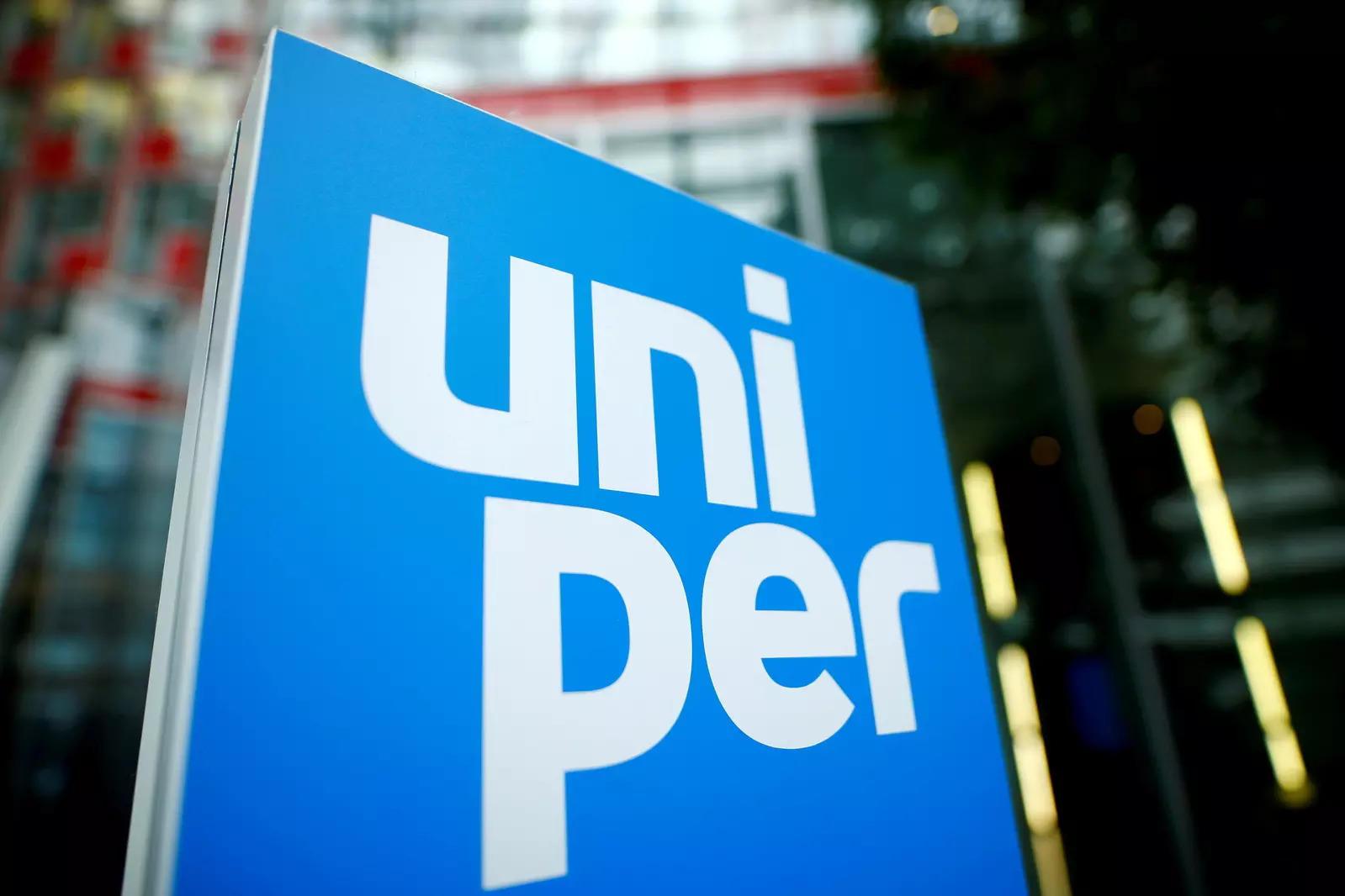 कार्य परिषद के प्रमुख का कहना है कि जर्मन उपयोगिता यूनिपर 1,200 नौकरियों में कटौती कर सकती है