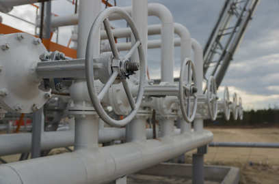 intense bidding for kg d6 gas in e auction on dgh approved platform o2c ioc bag supplies