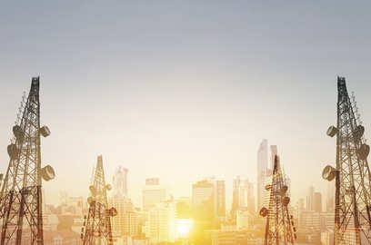 jio airtel balance sheets comfortable despite spectrum purchases moody s