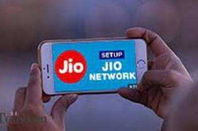 jio pips airtel in february vodafone idea adds subscribers after 15 months trai data