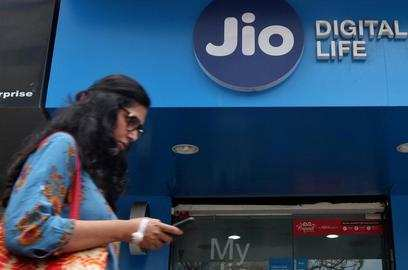 jio platforms net profit q1 rises 45 on year strong user adds boost