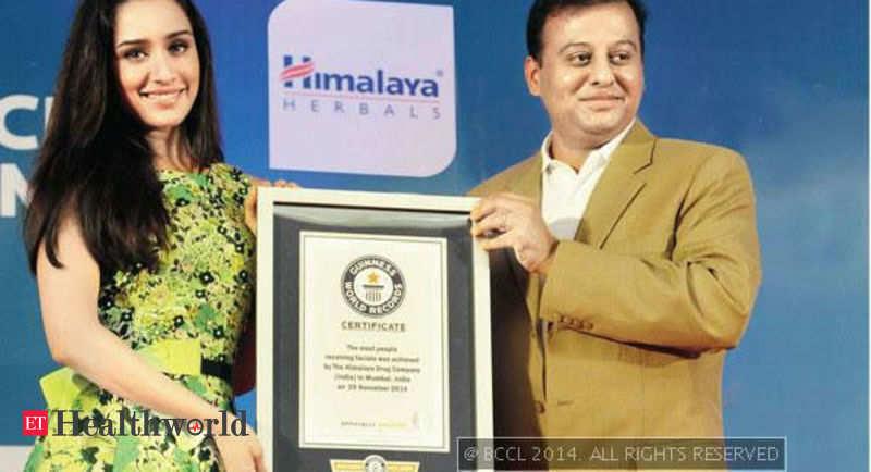 shraddha kapoor presents guinness world record certificate to himalaya drug company in mumbai health news et healthworld