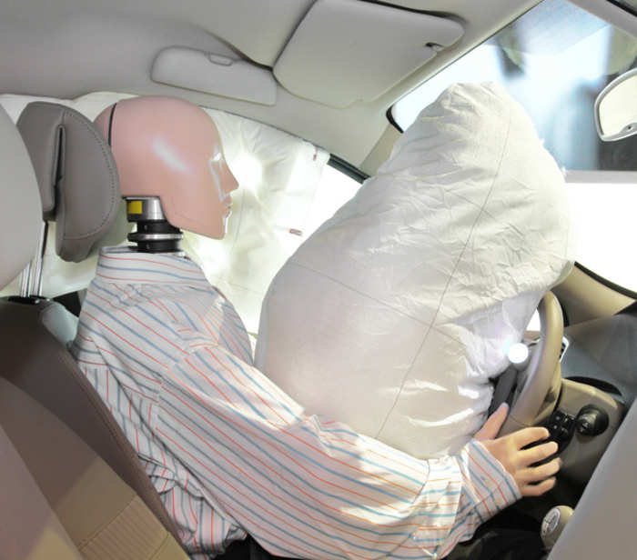 airbags the innovation of automobile safety Supplemental restraint system(srs) air bag system with the aim of achieving an accident-free automotive society, mazda is advancing safety initiatives in three areas vehicles, people, and roads and infrastructure.