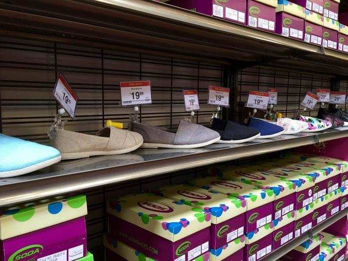 8d9493bbbbce3e sporting goods retailers  Footwear retailers trampled as price war ...