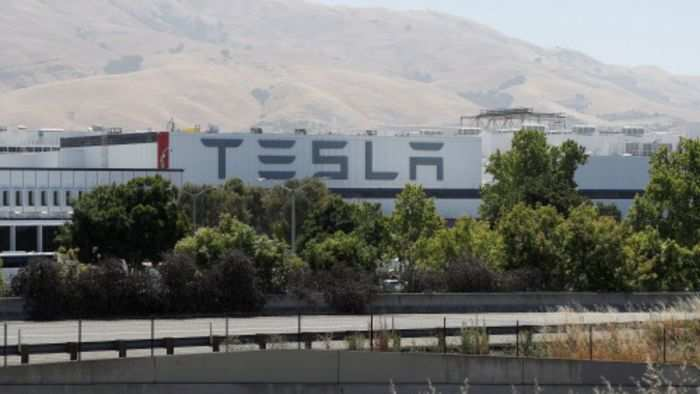 tesla share price tesla taps brake on massive stock rally auto news et auto tesla taps brake on massive stock rally