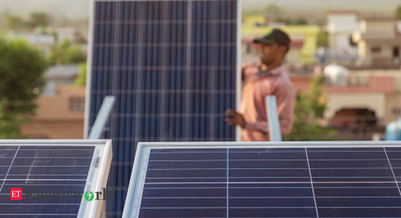 Gadkari urges power minister to reconsider restriction on solar rooftop projects - ETEnergyworld.com