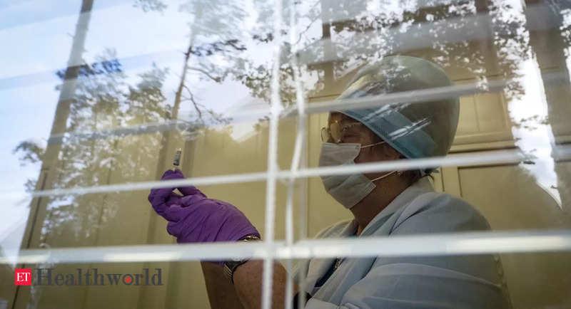 फाइजर, ऑक्सफोर्ड टीके बुजुर्गों में गंभीर कोविद -19 को कम करते हैं, अध्ययन में पाया गया है – ईटी हेल्थवर्ल्ड