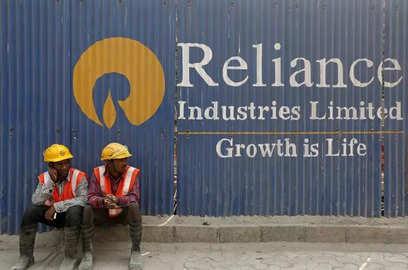reliance affiliates buy 3 4 of kg d6 gas volumes