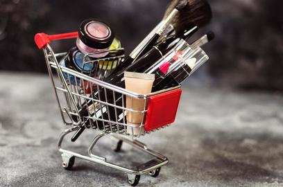 reliance retail s two pronged strategy to enter a highly competitive e commerce biz