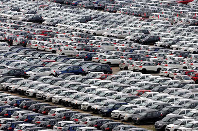 supply chain snarls could cost automakers 210 billion this year forecast finds